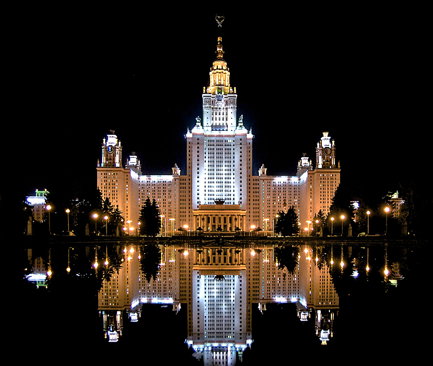 ====La historia de....==== - Página 2 Moscow_State_University_at_night