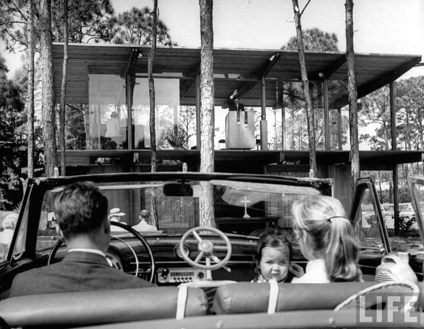 Iglesia drive-in Venice, 1955. Hank Walker