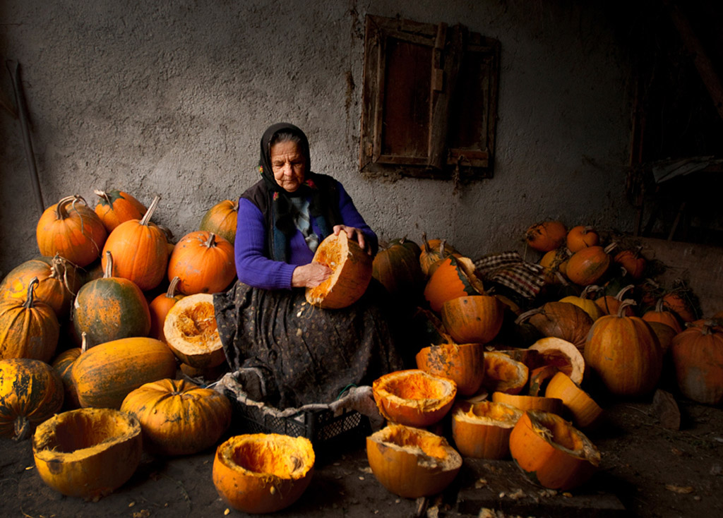 Lady with pumpkins. Mihnea Turcu