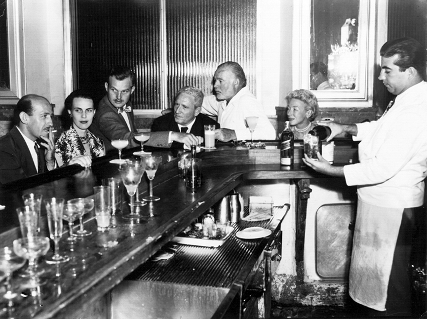 Spencer Tracy y Hemingway en la barra de El Floridita en 1955. Library and Museum, Boston