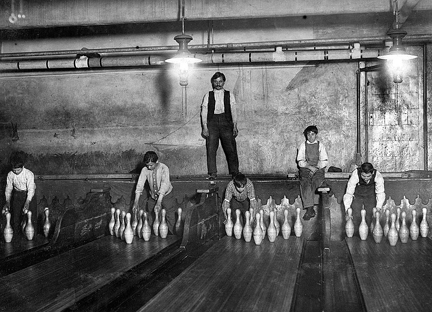 Subway Bowling Alleys, Brooklyn. Nueva York, 1910. Shorpy
