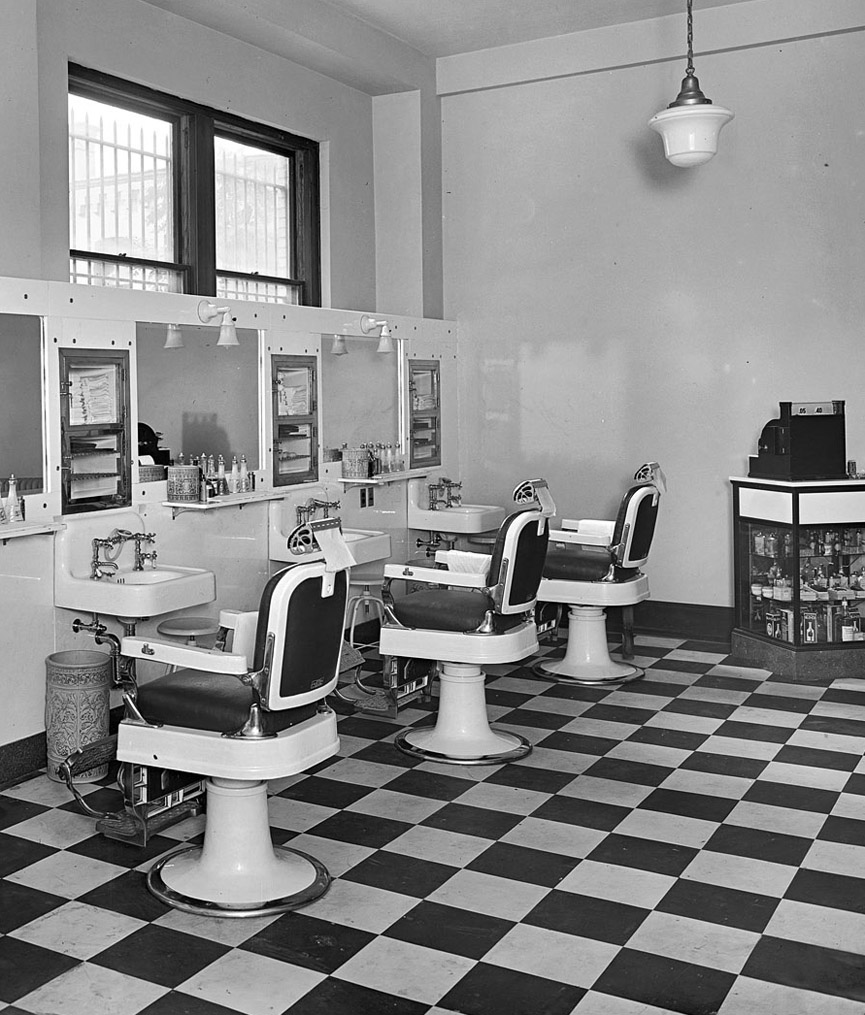 Barbershop en el Edificio Investment. Washington, 1925. Shorpy