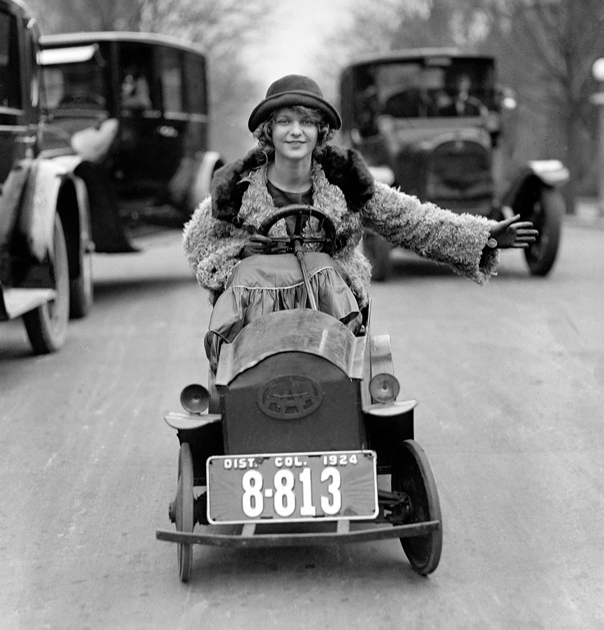 Maria Bay en un Custer car. Washington, 1924. Biblioteca del Congreso