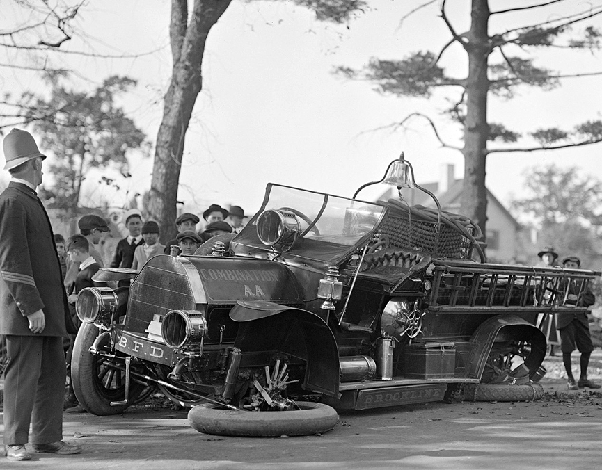 Accidente del camión de bomberos de Brookline, enero de 1920. Boston Public Library